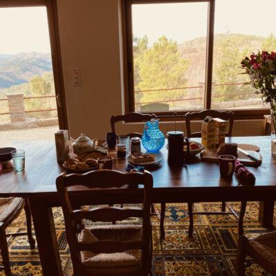 Petit déjeuner royal, local et bio avec la vue